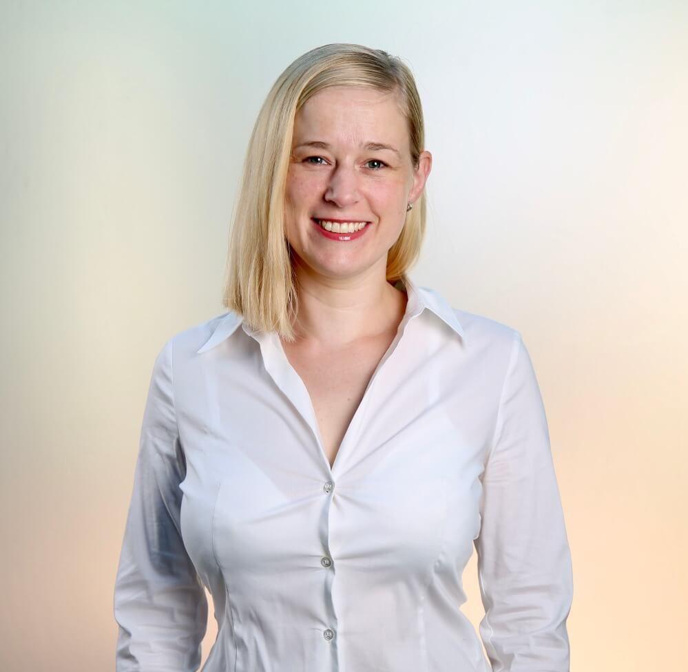 Dr. Julia Kaiser